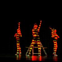 Chaises LED et projections video sur les corps