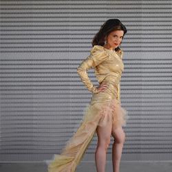 Robe Haute couture Dorée - de profil