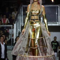 Robe Haute couture à crinoline ajourée futuriste