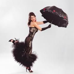 Robe haute Couture Patchwork de dentelles noires sur base chaire